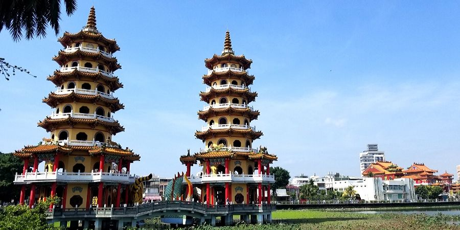 One of the best things to do in Kaohsiung is to see the famous Dragon and Tiger Pagodas.