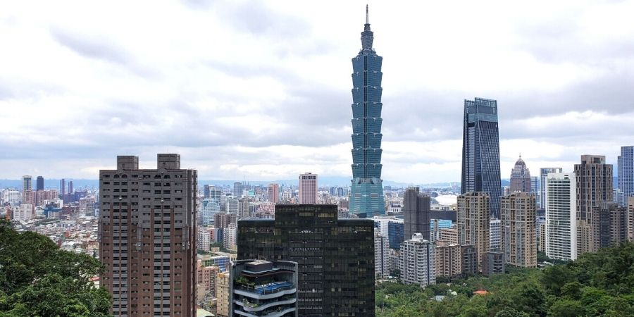 Spend an afternoon hiking Elephant Mountain and see a panoramic view of Taipei.