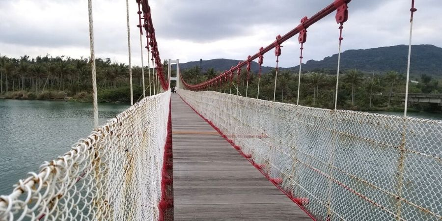 Walk across Gangkou Suspended Bridge, the longest pedestrian suspension bridge in Kenting