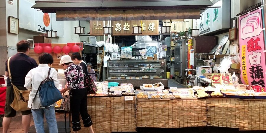 A local vendor is selling homemade food at Yangibashi Rengo Market.