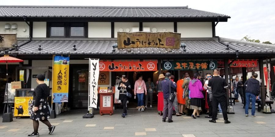 Many tourists visit Sakuranobaba Johsaien Castle Town to buy unique souvenirs and sample Kumamoto cuisine