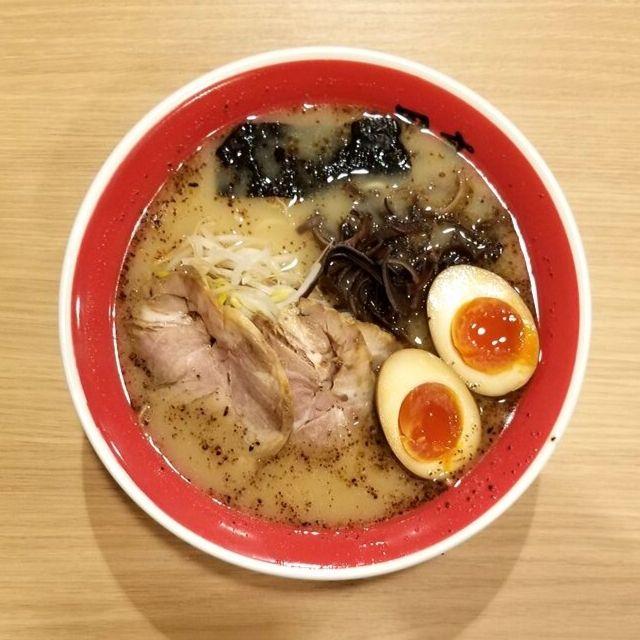 Kumamoto Ramen: thick ramen noodles, tonkotsu broth, chashu, eggs, and kogashi garlic