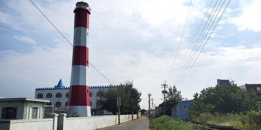 You won't miss the red and white lighthouse along the cycling route in the wetlands.