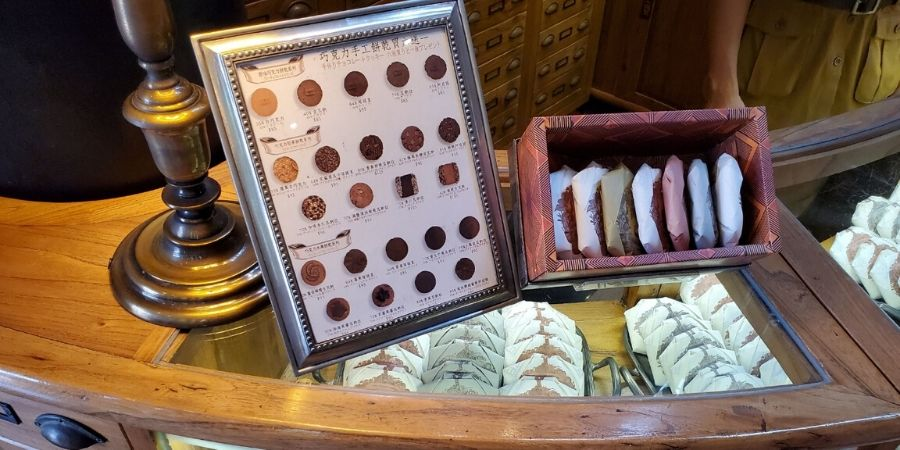 Each cookie is individually wrapped and placed in a gift box.
