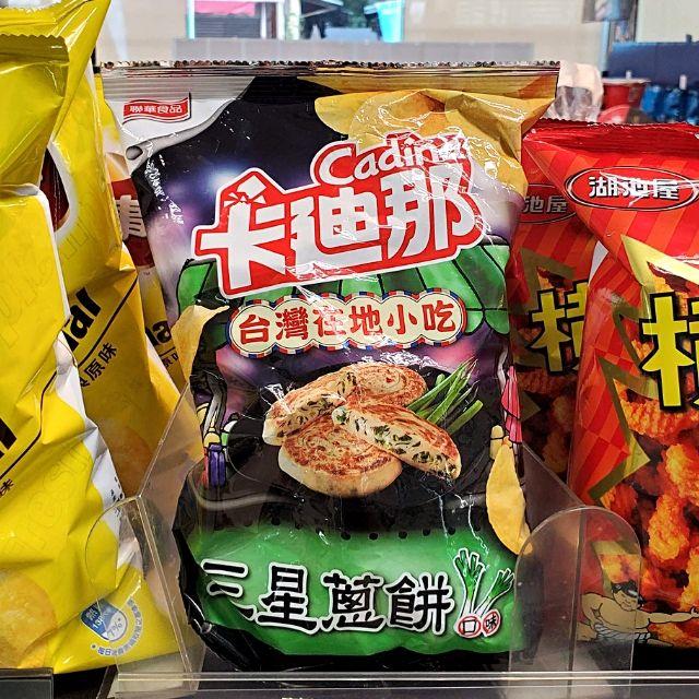 Taiwan 7-11 sells potato chips in local flavours like scallion pancake