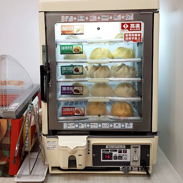 7-11 Taiwan food products: steamed buns in a vertical steamer