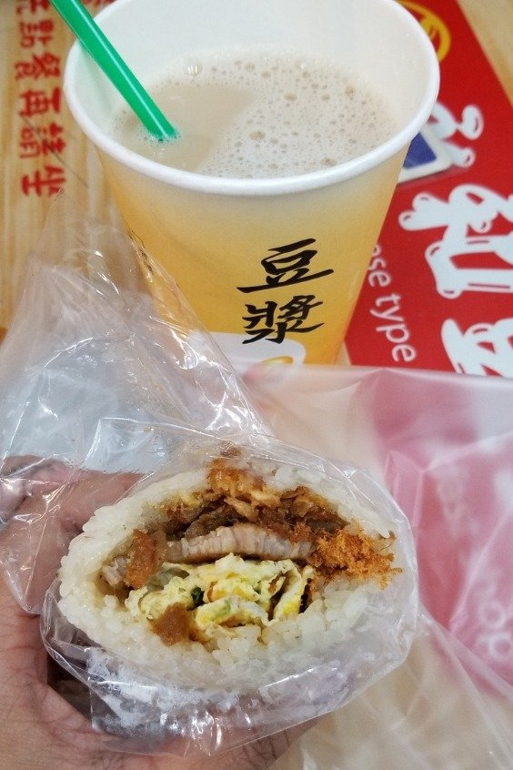 Whenever I want breakfast in Ximending, I always go to 永和豆漿 (Yong He Soy Milk).