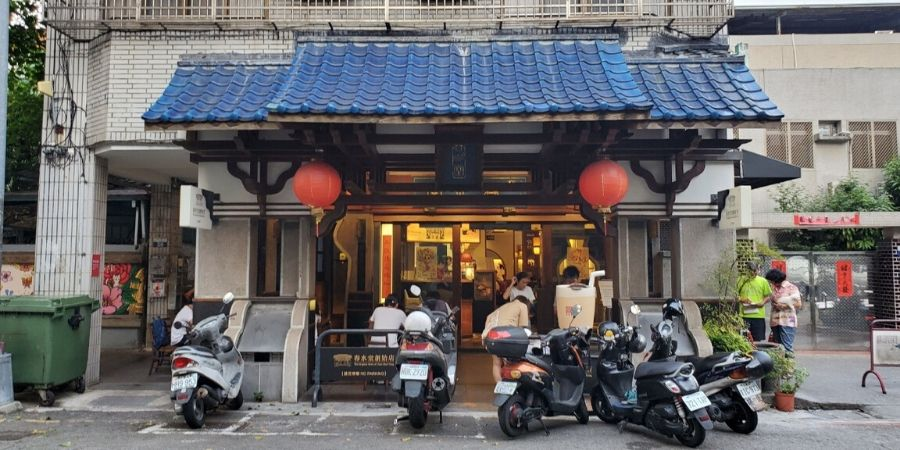 "The original Chun Shui Tang has ample dining spaces for patrons who want to taste the ""original"" frothy milk tea."