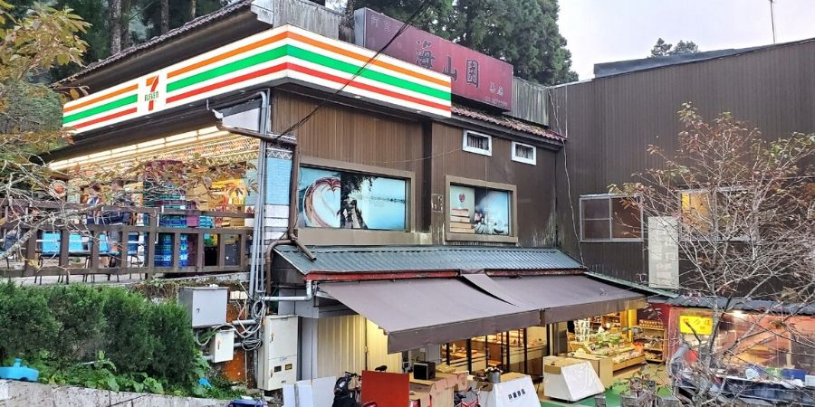 The food options are better at 7-Eleven in Alishan, especially for solo travellers.