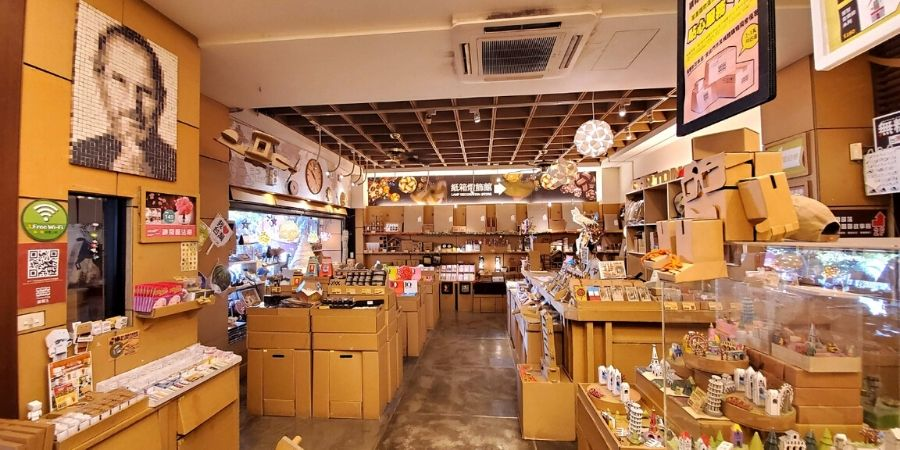 There are lots of unique paper products and gifts inside the souvenir shop.