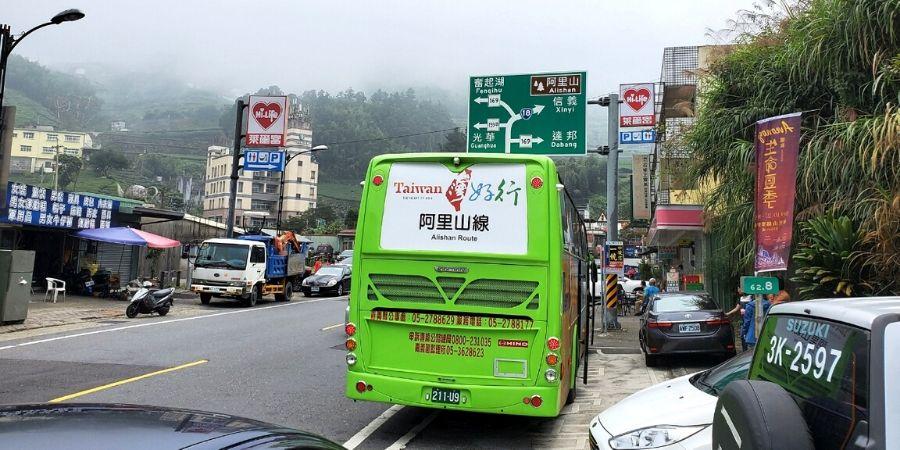 The green Taiwan Tourist Shuttle Bus 7322 runs from Chiayi Station to Alishan.