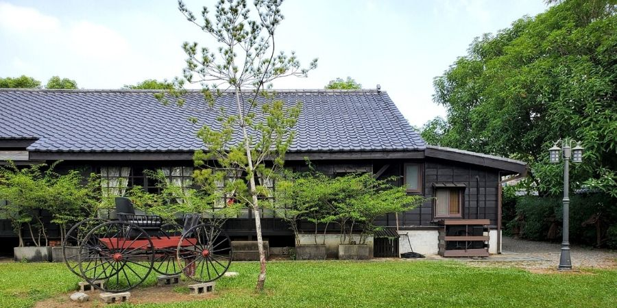 Hinoki Village has 28 traditional Japanese houses where you will find different types of retailers and restaurants.