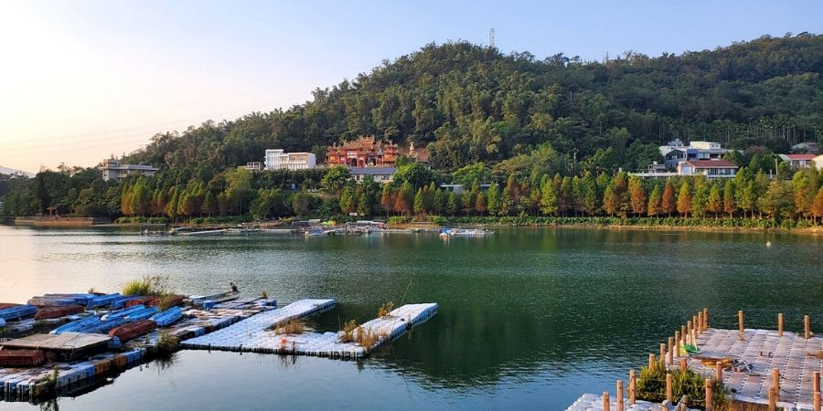 Longfeng Temple has a good view of Sun Moon Lake.