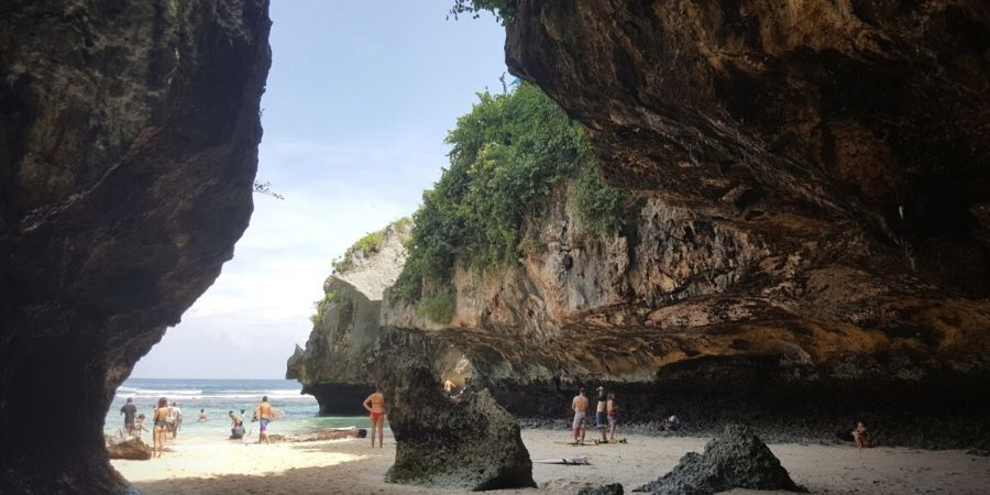 Discover Suluban Beach in Uluwatu