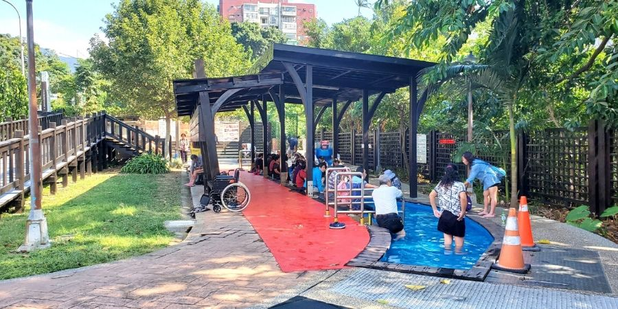 An outdoor free foot bath at Beitou Quan Yuan No.48 Park