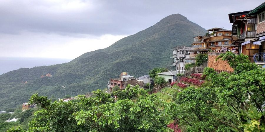 Travelling to Jiufen from Taipei is super easy especially if you follow my step-by-step guide