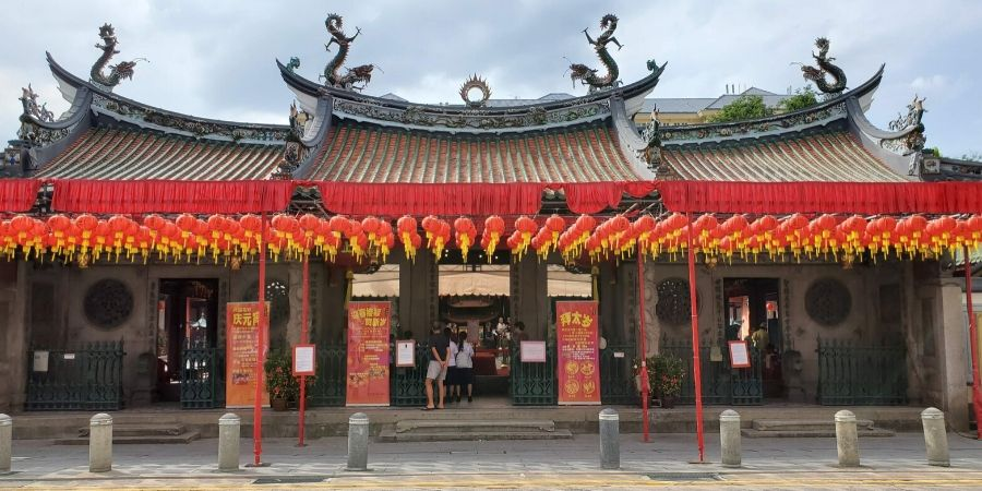 While you are in Singapore, visit different places of worship including Thian Hock Keng Temple.