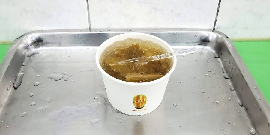 Pineapple ice in a cup at 都楊桃冰 (Chengdu Star Fruit Ice).