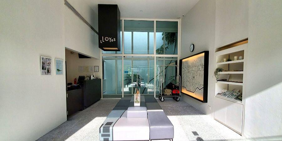 The lobby of Lloyd's Inn has a modern and minimalist aesthetics.