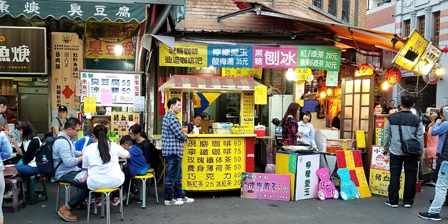 Food vendors south of Yongle Market in Dadaocheng