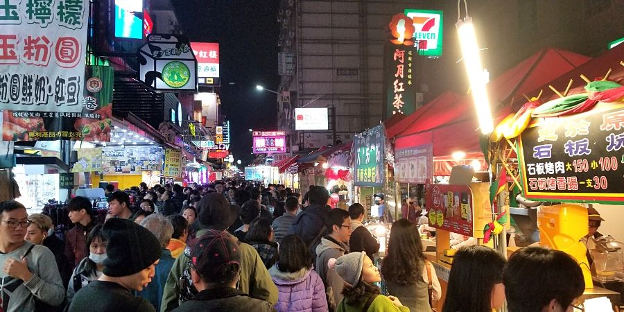 Yizhong Street Night Market can get pretty busy on the weekends