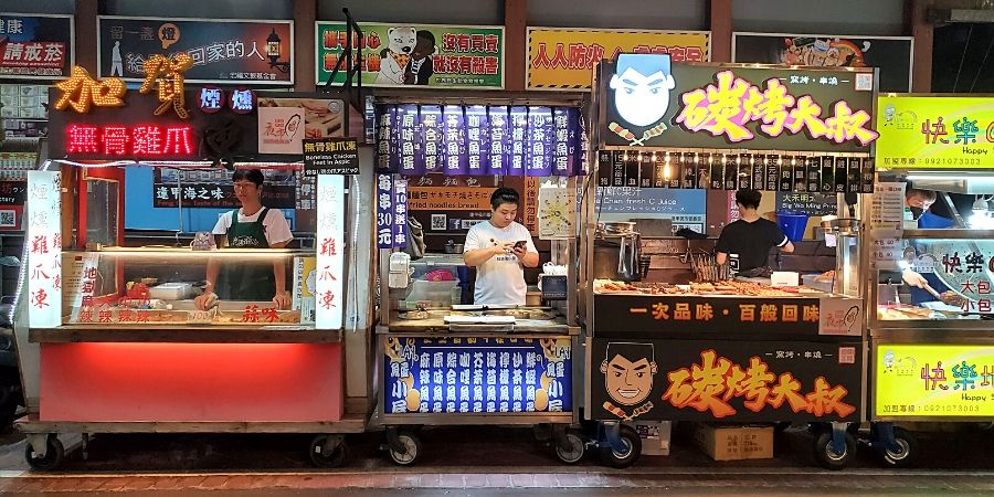 Food vendors along Wenhua Road in Feng Chia Night Market
