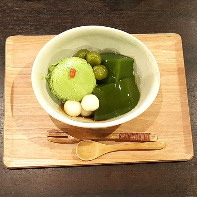 Uji matcha desserts along Byōdō-in Omotesando Road