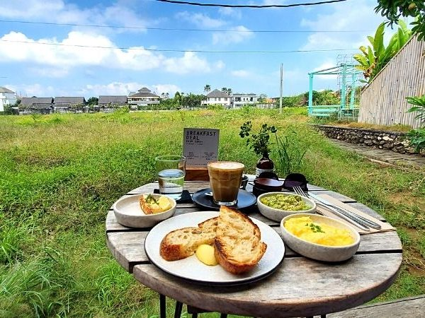 Delicious breakfast at Cinta Cafe, one of the best cafes in Canggu.