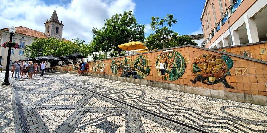 Murals and Portuguese pavement